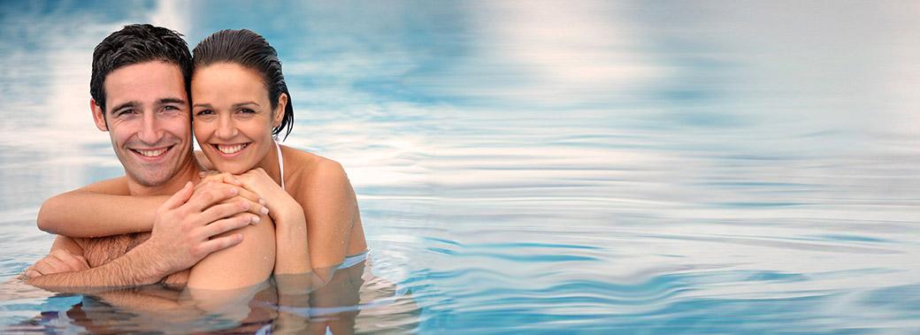 piscina_coppia_hd